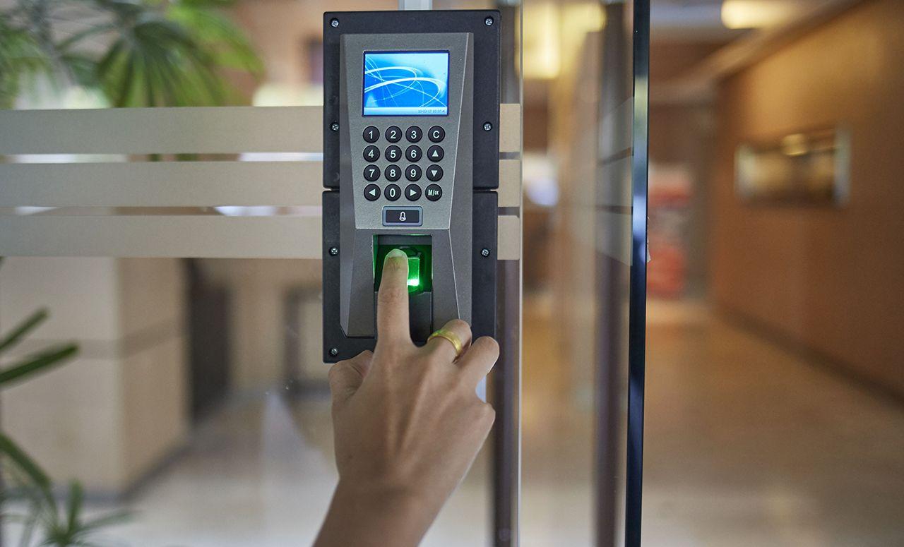 instalare sistem de control acces